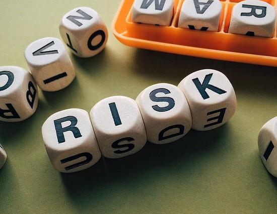 risk-1945683_640