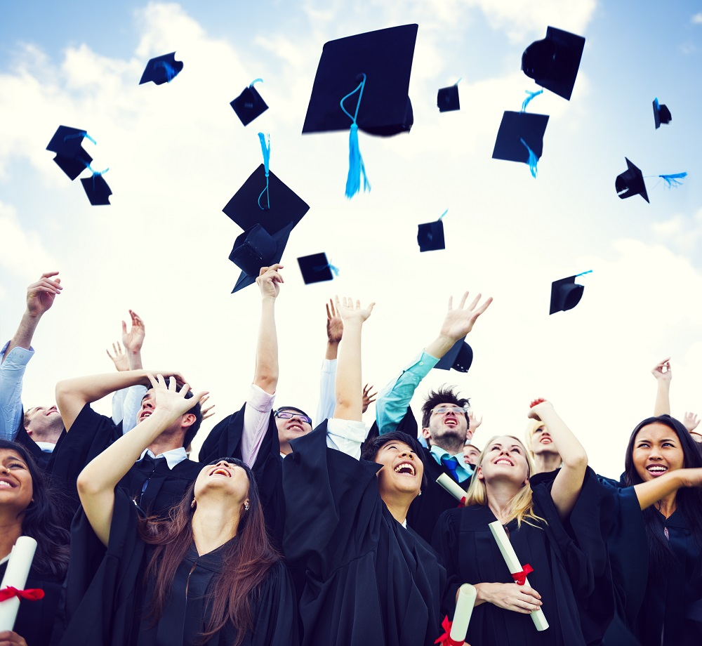 graduation_174215792B